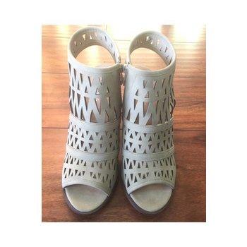 Paramount Heels