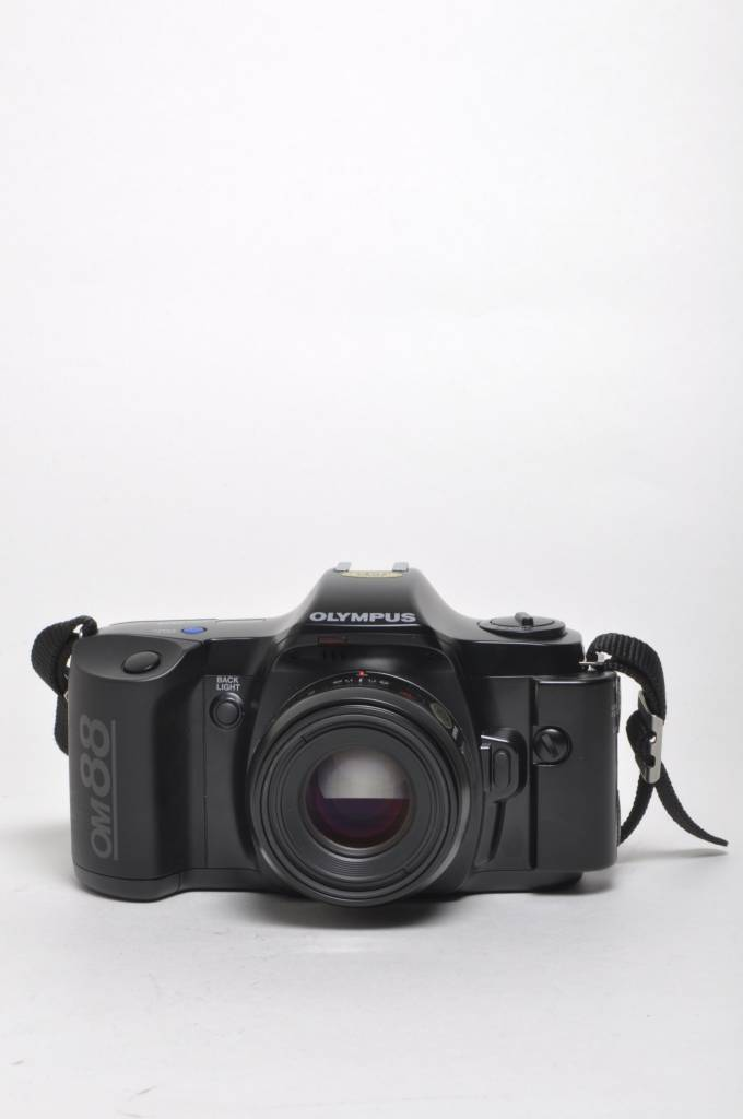 Olympus Olympus OM88 w/50mm Kit SN: 1044908