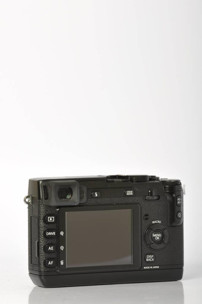 Fujifilm Fuji X-E1 w/ grip SN: 31A53751