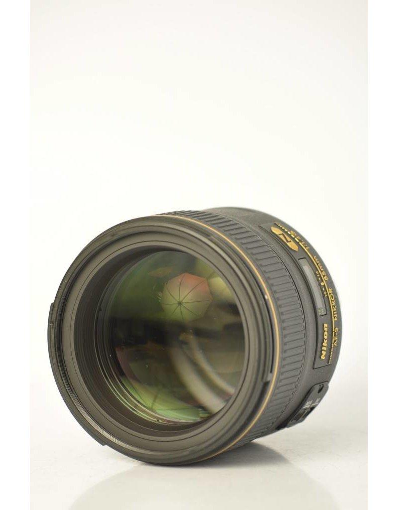 Nikon Nikon 85mm f/1.4G AF-S SN: 280682