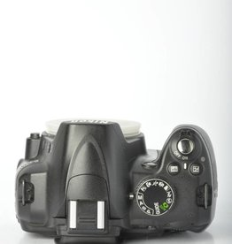 Nikon Nikon D3000 SN: 3326651