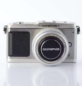 Olympus Pen E-P1 Mirrorless camera with an Olympus 14-423.5-5.6 ED lens