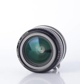 Nikon Nikon 28mm F/2.8 SN: 389835