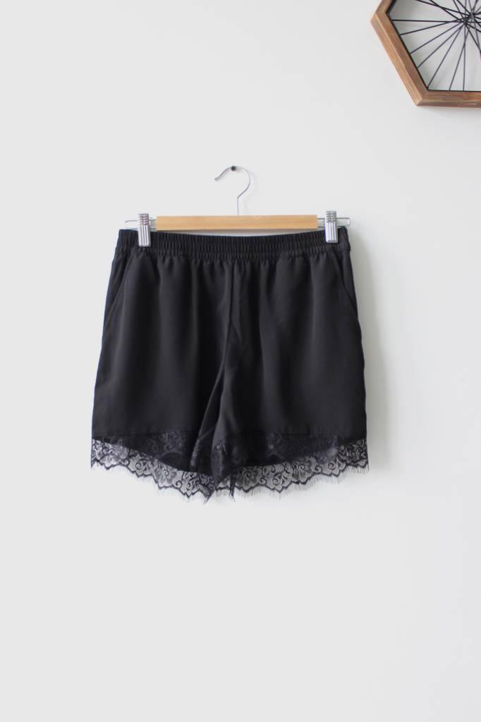 Aida Lace Solid Shorts