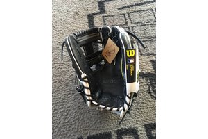 Wilson Wilson A2000 December Glove Of The Month 1787 11.75'' RHT