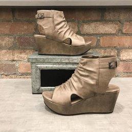 Open  Toe Wedge Sandals W/ Buckle Detail