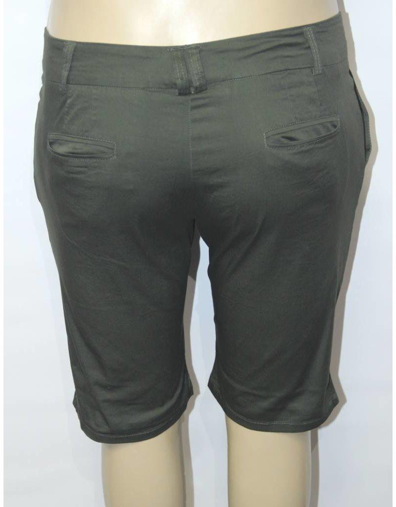 Ponny Tail Capri Olive Shorts