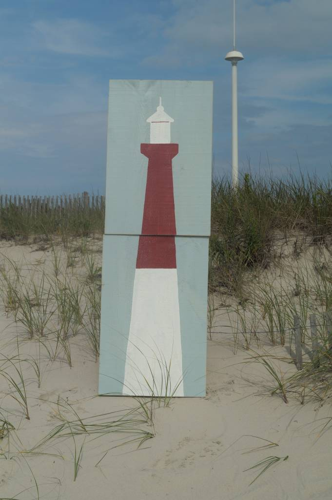 2 Panel Lighthouse 2x6 Salute White on Yarmouth Blue