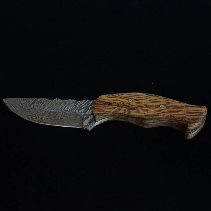 Wolf Track Damascus Custom Knife - WT120DG
