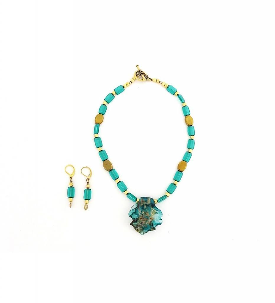 *TS Aqua Glass Leaf Pendant Necklace & Earrings Set