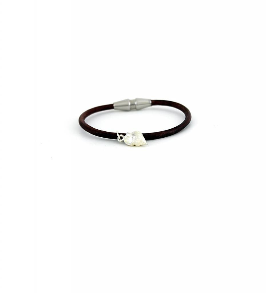 *JM Silver Shell Charm with Brown Round Leather Small BRACELET