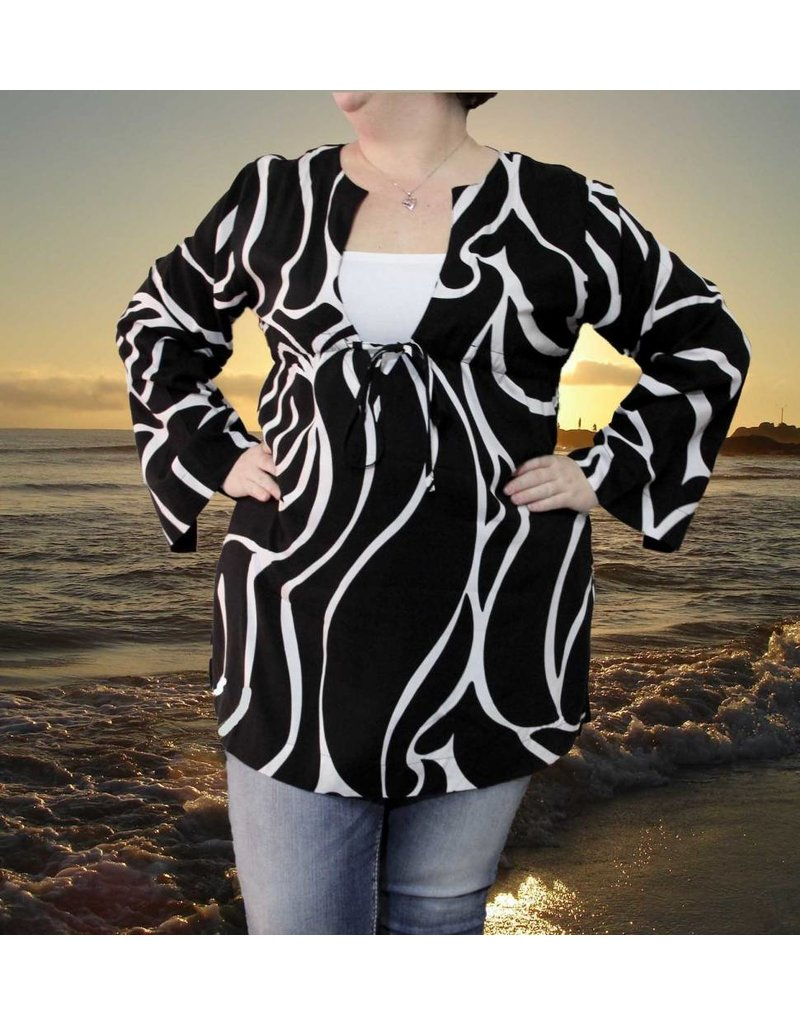 Escapada Carins Cover Up in Black