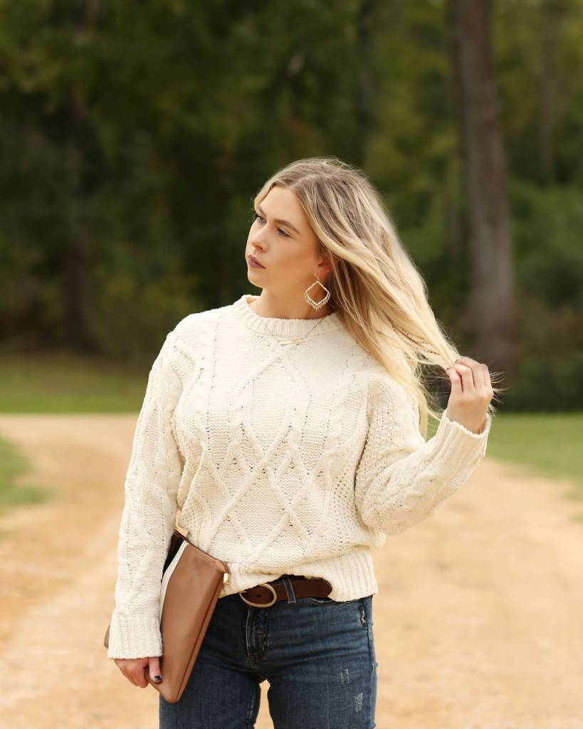 Diamond T Outfitters Cream & Sugar Cable Knit Sweter