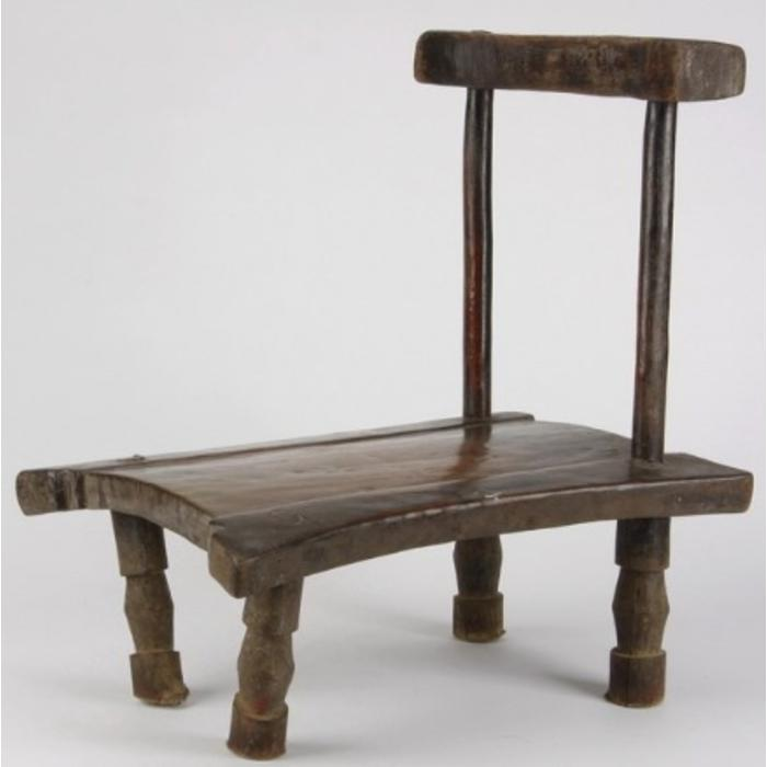 Senufo prestige chair supported by two stiles over a rectangular seat