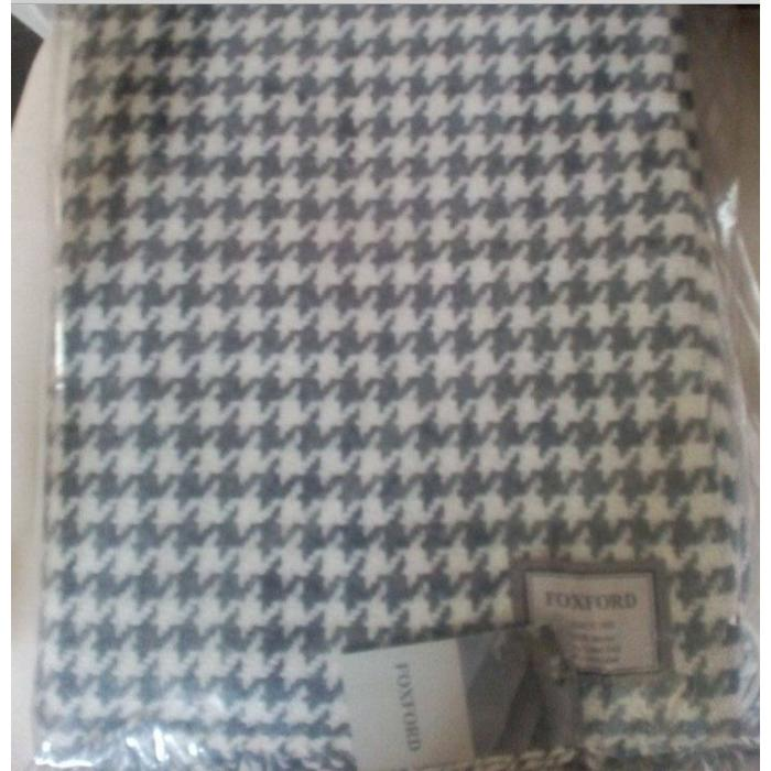 Merino hounds tooth double twill throw