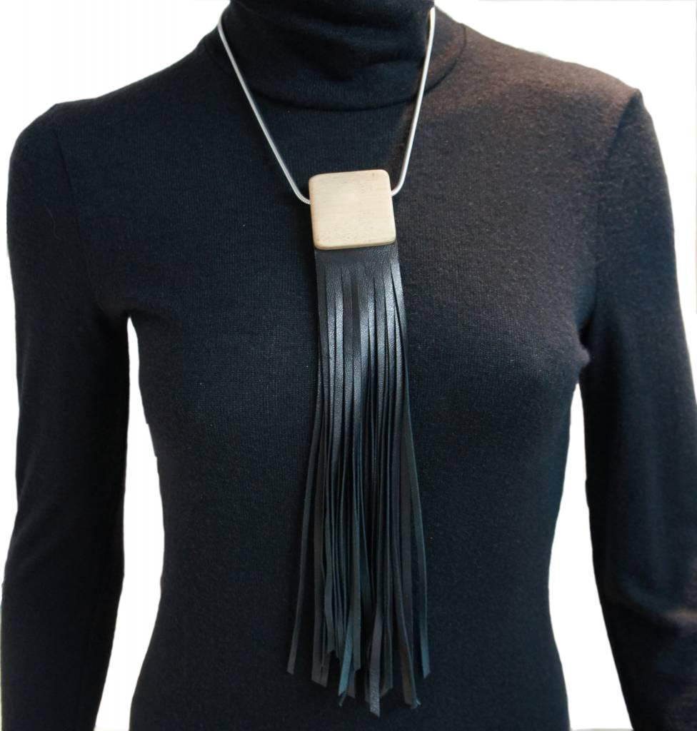 Louve Montreal Louve Montreal Collier Franges Cuir Noir
