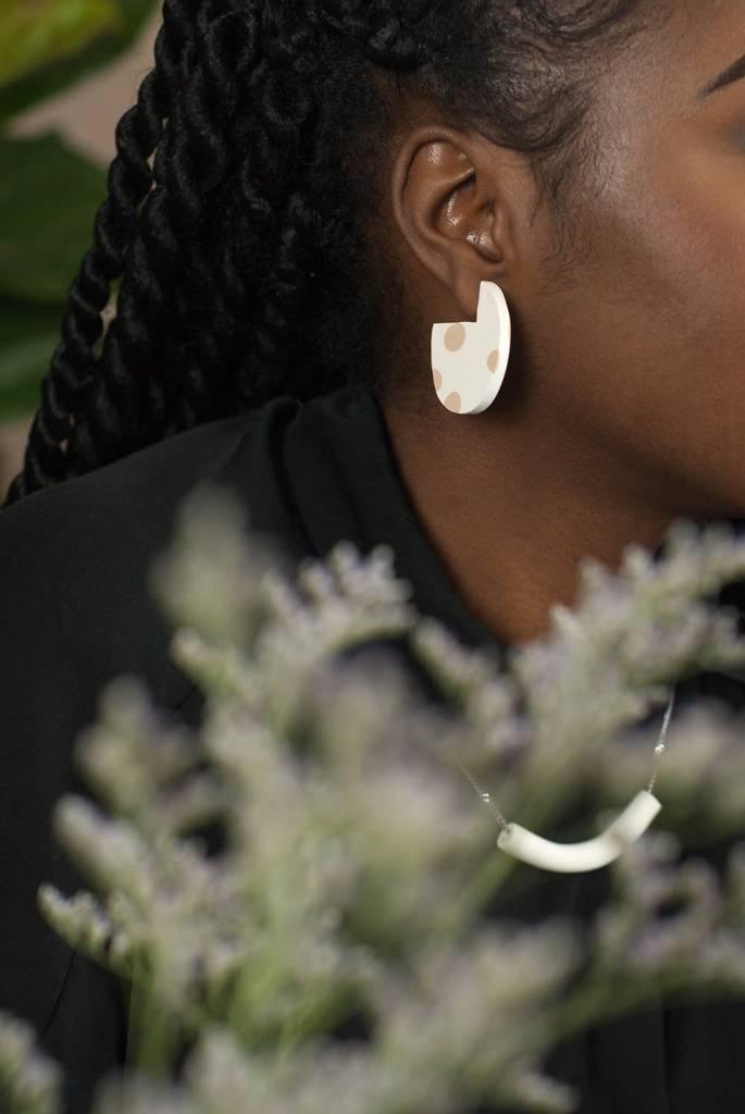 Oeil Noir Circular Earrings - Beige