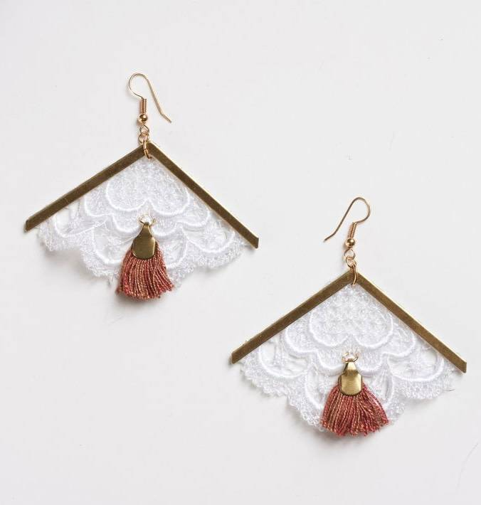This Ilk This Ilk Andes Earrings - White lace and red fringe