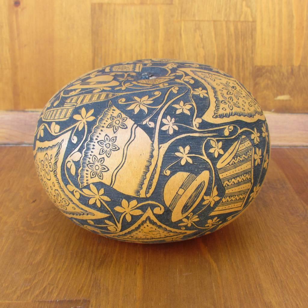 Pedro Osores Fondo Negro Peruvian Garment Gourd