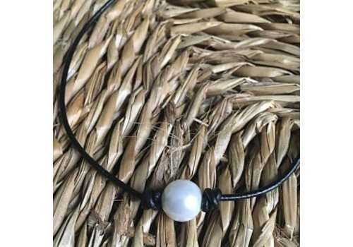 Pearl Choker Leather