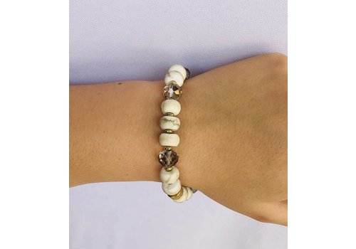 Natural white stone with clear bead bracelet.