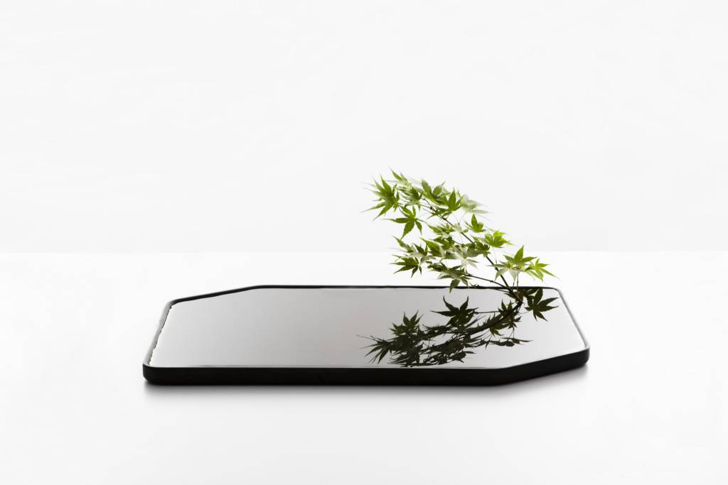 moustache plan grand vase lappartement concept store. Black Bedroom Furniture Sets. Home Design Ideas