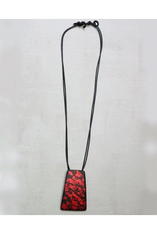Sylca Pendant Necklace in Black and Red