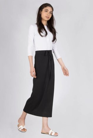 space Rib Midi Skirt With Tye- Black