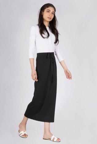 space Rib Midi Skirt With Tye- Black