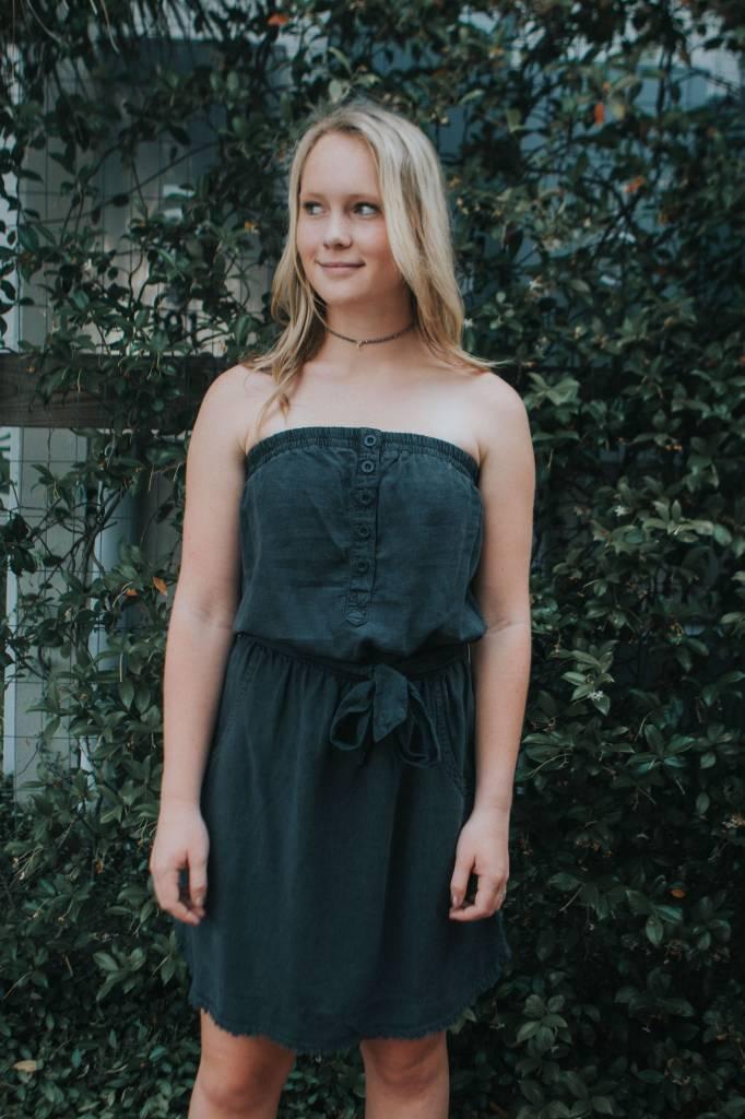 BELLA DAHL FRAYED HEM STRAPLESS DRESS