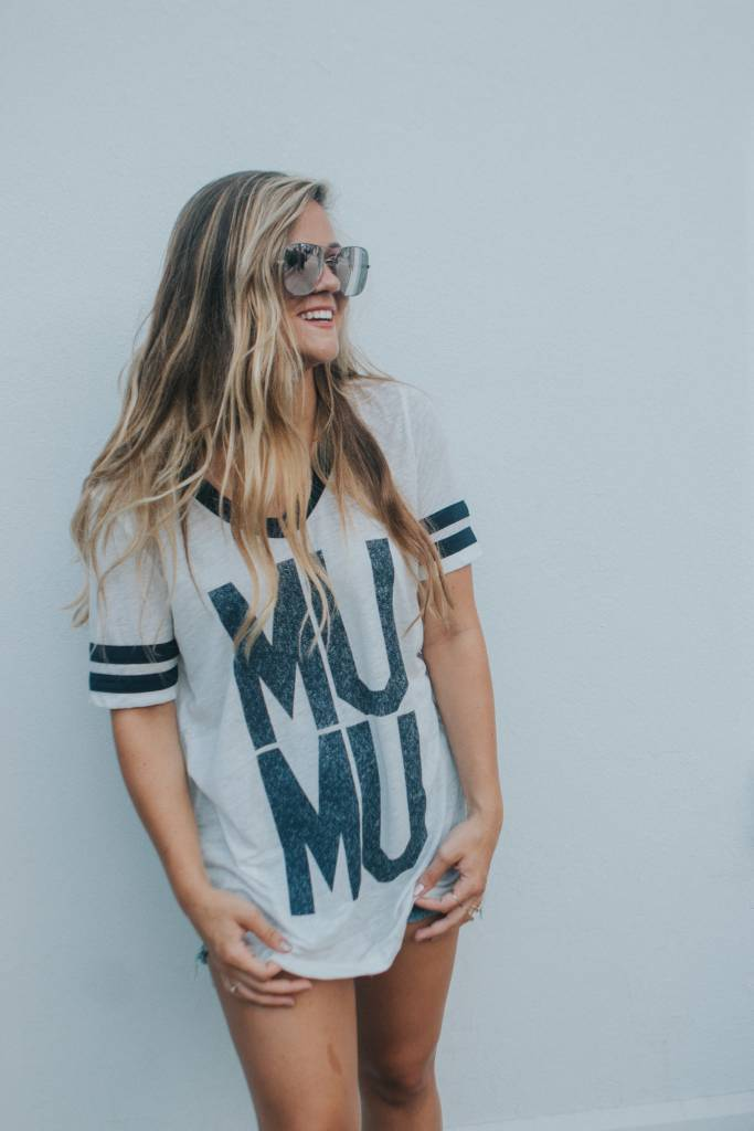 SHOW ME YOUR MUMU BOYFRIEND CUDDLE TEE