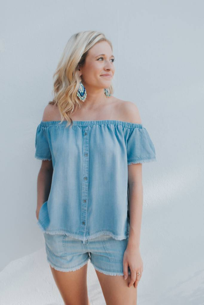 BELLA DAHL FRAYED OFF SHLDR BUTTON DOWN
