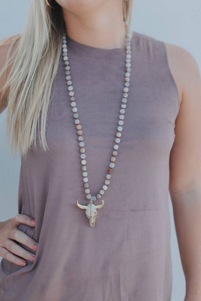 BB LILA LARGE SKULL BEADED NECKLACE