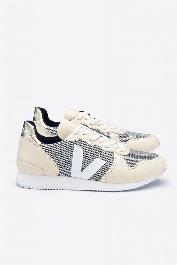 Veja Holiday low top mesh