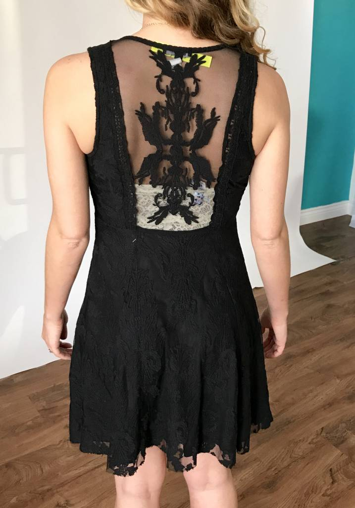 Black Lace Sleeveless V-Neck Dress