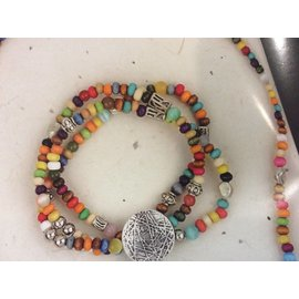 COLORFUL BEAD AND PATTERNED DISK BRACELET