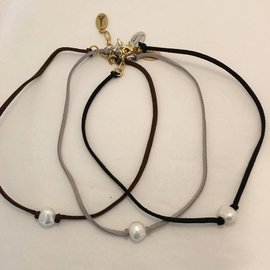 LEATHER AND PEARL CHOKER
