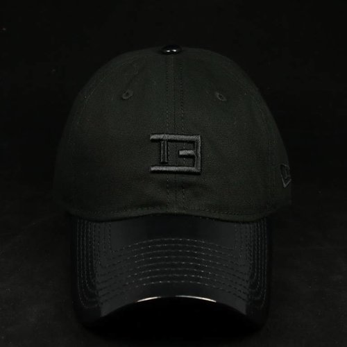 NEW ERA TE STAMP BLACKOUT DAD HAT