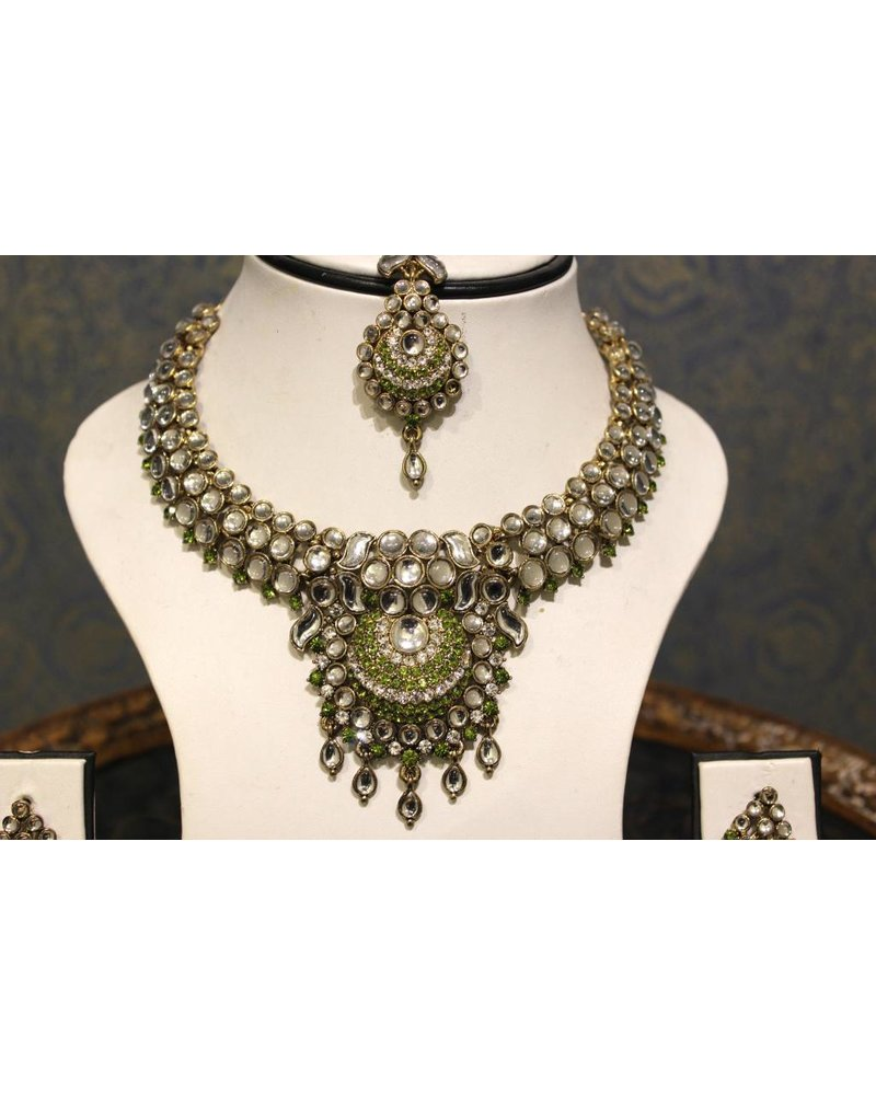 Light Green and Silver Necklace Set