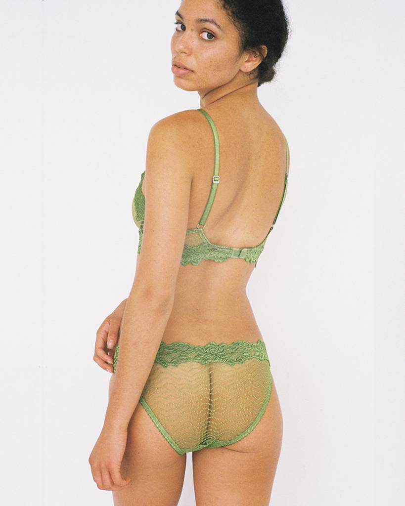 Lonely Bonnie underwire
