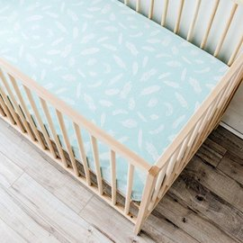 WeeUrban Organic Cotton Fitted Crib Sheet, Feathers