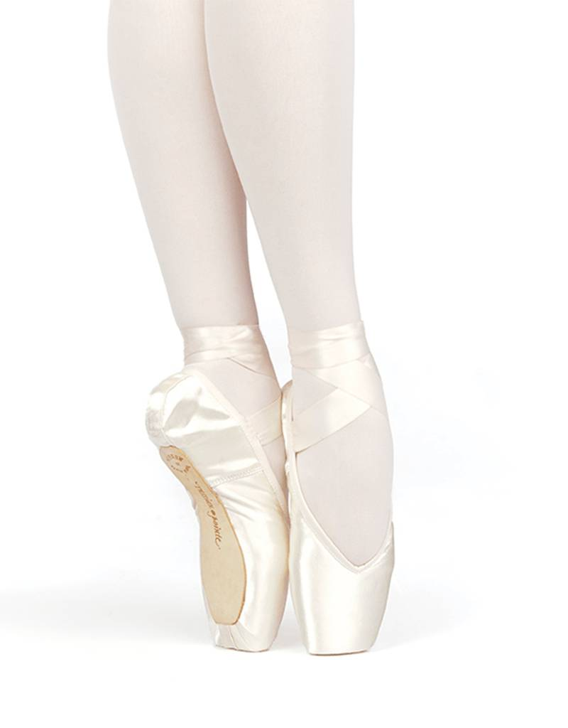 Russian Pointe Size 43: Brava V-Cut