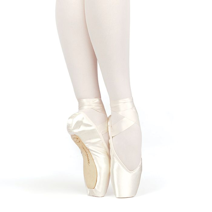 Russian Pointe Size 40: Brava V-Cut
