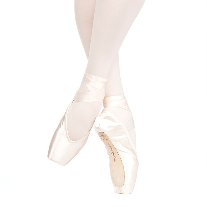 Russian Pointe Size 34: Muse V-Cut