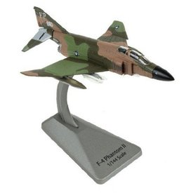 Air Force 1 Model Co. AFONE F4C Phantom II Robin Olds 8TFW FP OP BOLO Smithsonian Series 1:144