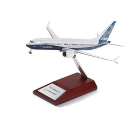 Hogan B737 MAX8 Boeing House Colours 1:200 with wood stand & Gear Snapfit