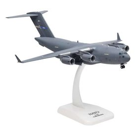 Hogan C17A Globemaster III NATO Papa Air Base 1:200 with gear+ stand