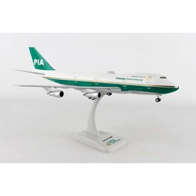 Hogan B747-200 PIA Pakistan International Old Livery AP-AYM 1:200 With Gear + stand