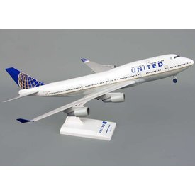 SkyMarks 747-400 United 2010 livery 1:200 with gear + stand