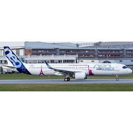 JCWINGS A321neo Airbus House livery Unbelievable Fuel Efficiency D-AVXA 1:400 W/Antenna